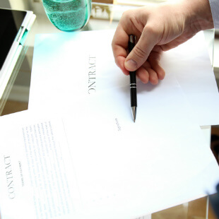 signing-yacht-contract